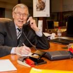 Пенсионер в офисе