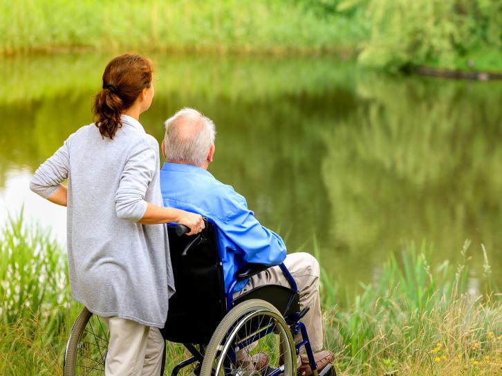Каким категориям пенсионеров добавят пенсию с 1 апреля